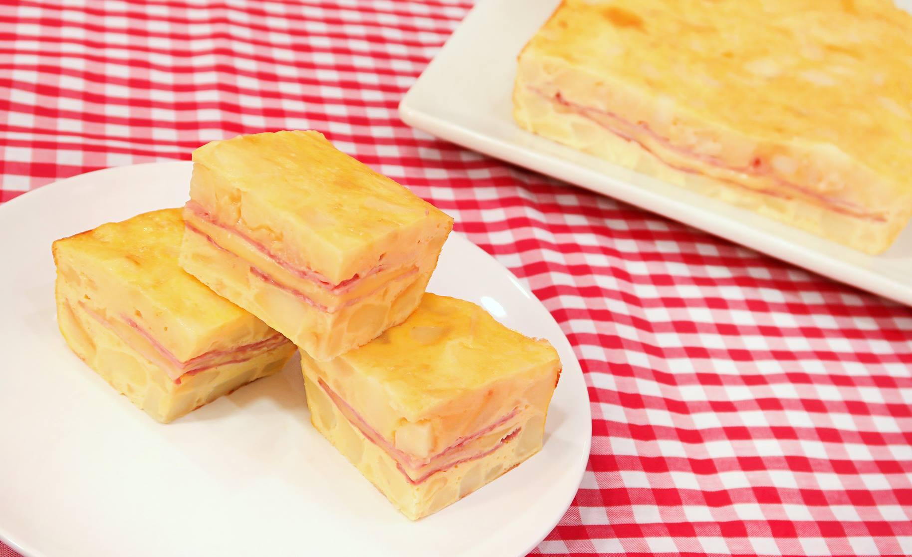 Tortilla de patata rellena de jam n queso y bac n al - Cocina con carmen ...