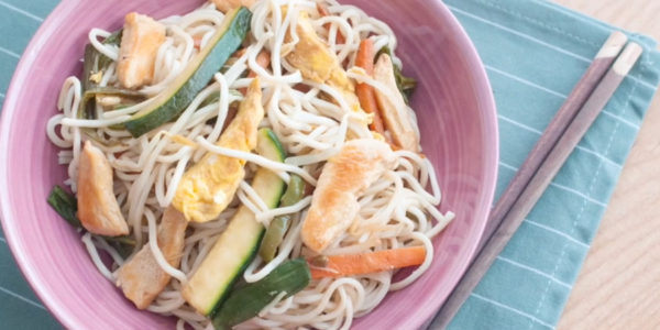 Receta Exprés Brandt: Noodles con pollo y verduras