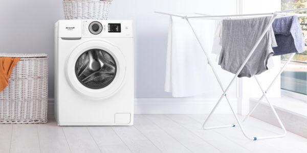 Lavadora Brandt carga frontal y tendedero de ropa